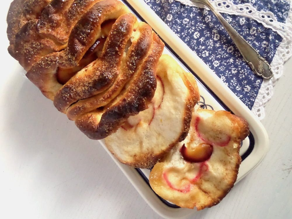 pull apart bread plum Romanian Sweet Bread with Walnuts – Cozonac Recipe
