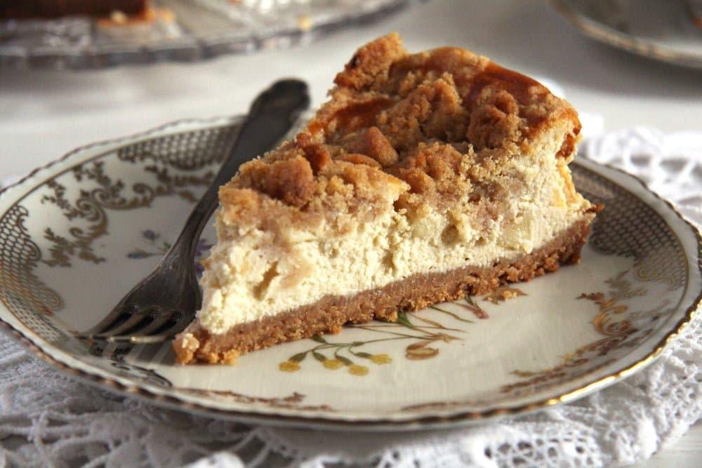 apple cheesecake streusel Moist Apple and Cinnamon Cake (Tray Bake)
